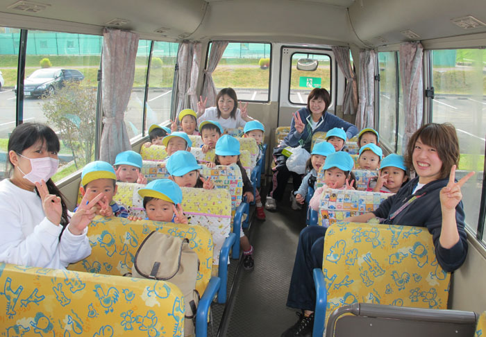 ① バスに乗って出発~